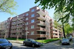 Neubau der abgerissenen sogen. ELISA-Häuser in Hamburg Hamm; mehrstöckige Backsteinarchitektur / Balkons in der Sonne  - Am Elisabethgehölz / Curtisweg.