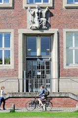 Eingang vom Institut für Biologie und Biotechnologie der Pflanzen in Münster.
