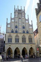 Historische Rathaus von Münster - Berühmtheit erlangte das Rathaus neben dem Osnabrücker Rathaus während des Westfälischen Friedenskongresses zwischen 1643 und 1648, der den Dreißigjährigen Krieg in Europa beendete. Aufgrund dessen wurde das Geb