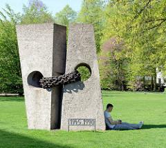 Mahnmal Unteilbares Deutschland bei der Promenade / Salzstraße in Münster; errichtet 1960 - Künstlerin Anni Buschkötter.