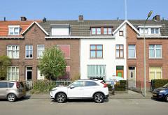 Einstöckige Wohnhäuser mit Dachausbau am Sterreplein iin Maastricht; Backsteinfassade in unterschiedlicher Gestaltung.