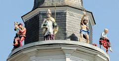 Rathausturm von Roermond / Glockenspielturm mit Figuren aus der Geschichte der Stadt.