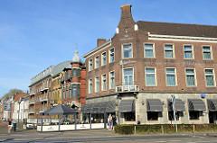 Hotelgebäude mit Backsteinfassade und Scheingiebel am Kaldenkerkerweg in Venlo