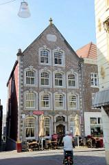 Historisches Bürgerhaus in der Grote Kerstraat von Roermond, erbaut 1764.