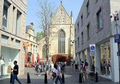 Blick über den Dominicanerplein zur ehem. Dominikanerkirche in Maastricht - Nutzung jetzt als Buchhandlung.