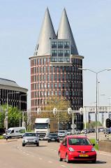 Natalini Turm in Roermond - 63 m hoher Büroturm. / Bürokomplex, Entwurf von den Architekten Adolfo Natalini in Zusammenarbeit mit dem Architektenbüro Abken Schrauwe