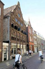 Historische Architektur in Venlo; erbaut um 1588 im Stil der frühen Renaissance. Das Gebäude wurde 1993 restauriert und ist ein Nationaldenkmal der Niederlande.