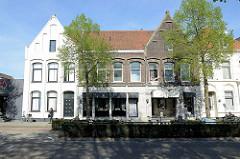 Doppelhaus / Backsteinarchitektur, teilweise mit verputzter und geweisster  Fassade, Kaldenkerkerweg von Venlo.
