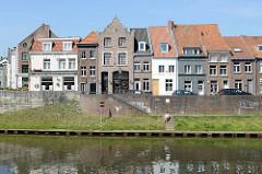 Wohnhäuser am Ufer der Rur in Roermond.