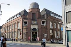 Historische Archtektur vom Hauptpostamt in Maastricht, erbaut 1904 - Architekt CH Peters.