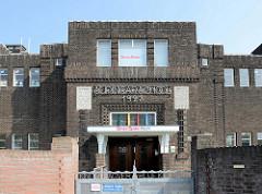 Expressionistiche Backsteinarchitektur in Maastricht - Suringar School, erbaut 1923; Architekten HAM de Ronde und W. de Vrin.