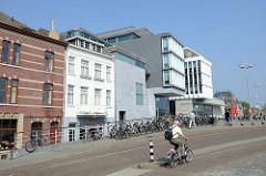 Blick zum Mosae Forum in Maastricht, moderner Einkaufs- und Bürokomplex; Eröffnung 2007 - Architekten d Jo Coenen und Bruno Albert.