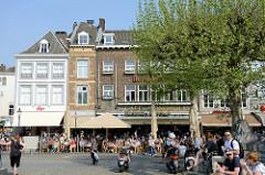 Straßencafés/ Restaurants  am Platz Vrijthof in Maastricht.