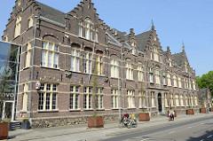 Altes Backsteingebäude mit Treppengiebel in der Sint Maartenslaan von Maastricht
