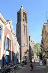 Kirchturm der Sankt Martin Kirche / Martinikerk in Venlo, Wiederaufbau 1953.