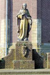 Christus Skulptur an der Gertrudiskerk / St. Gertrudkirche in  Beesel.