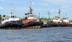 Die Schlepper Zykon, Twister, Stubbenhuk, Monsun und Taifun liegen im Ellerholzhafen in Hamburg Steinwerder an ihrem Liegplatz im Hamburger Hafen.