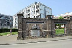 Neubaugebiet am Heugemerweg in Maastricht - Reste der alten Fabrikmauer, die dort 1887 errichtet wurde.