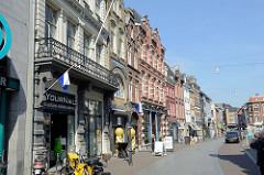 Wohnhäuser und Geschäfte in der Neerstraat von Roermond.