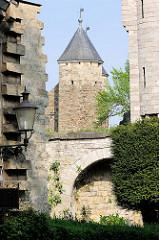 Historische Mauern und Türme der Stadt Maastricht.