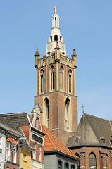 Kirchturm der Christophorus Kathedrale / Christoffelkathedraal in Roermond; Baubeginn 1410 - Fertigstellung  im 16. Jahrhundert.