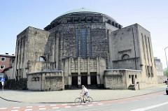 Die katholische Herz-Jesu-Kirche oder Koepelkerk in Maastricht wurde 1921 von Alphons Boosten und Jos Ritzen entworfen und 1953 fertig gestellt.
