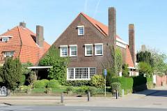 Wohnhaus mit ausgeprägten Schornstein / Kamin - Backsteingebäude in der Burgemeester van Rijnsingel von Venlo.