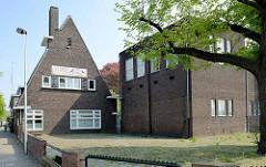 Expressionistische Backsteinarchitektur der Suringarschool im Franciscus Romanusweg von Maastricht; erbaut 1923 -  Architekten H.A.M. de Ronde und W. de Vrind.