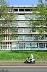 Leerstehendes Hochhaus / Verwaltungsgebäude im Franciscus Romanusweg von Maastricht.