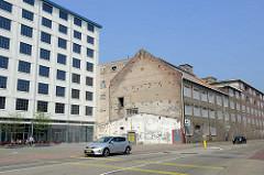 Fabrikgebäude der  ehemaligen  Keramikfabrik Sphinx in Maastricht; geschlossen 2009 - die Produktion wurde nach Schweden verlagert. Jetzt teilweise Leerstand oder Nutzung als Hotel / Restaurant.