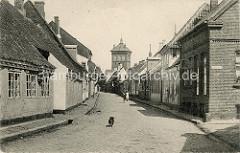 Altes Foto - historische Ansicht, Wohnhäuser in Ribe - Blick zum historischen Wasserturm, erbaut 1887 - Architekt JV Petersen.