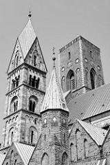 Kirchtürme vom Dom zu Ribe / Ribe Domkirke, Vor Frue Kirke -  Marienkirche. Ribe gilt als ältester Kirchenort Nordeuropas - um 860 gründete der Apostel Ansgar hier die erste Kirche.