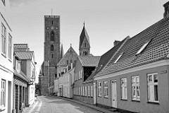 Blick zum vom Dom zu Ribe / Ribe Domkirke, Vor Frue Kirke -  Marienkirche. Ribe gilt als ältester Kirchenort Nordeuropas - um 860 gründete der Apostel Ansgar hier die erste Kirche.