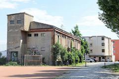 Altes Lagergebäude mit Laderampe an der Ziegelstraße / Oderpromenade  in Frankfurt/Oder.
