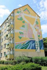 Fassadenbild an einem Wohnblock an der alten Universität - Wahrzeichen der Stadt Frankfurt/Oder.
