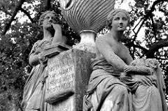 Grabdenkmal für Joachim Georg Darjes im Park an der St. Gertraudkirche von Frankfurt/Oder; Entwurf Johann Gottfried Schadow, 1796.
