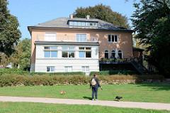 Ohlendorff'sche Villa in Hamburg Volksdorf; erbaut 1929 - Architekten Erich Elingius und Gottfried Schramm. Jetzt öffentliche Nutzung, u. a. als Kaffeehaus und Kinderhort.