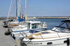 Sportboothafen in Timmendorf auf der Insel Poel - Mecklenburg Vorpommern; Boote liegen am Steg.
