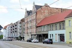 Wohnhäuser in unterschiedlichem Baustil in der Berliner Straße von Frankfurt / Oder.