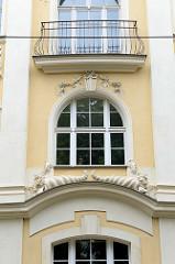 Detail eines Wohnhauses aus der Lindenstraße von Frankfurt/Oder; sogenanntes Türmchenhaus, errichtet 1785  - das Gebäude steht als Kulturdenkmal der Stadt unter Denkmalschutz.