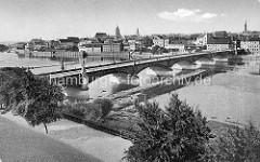 Altes Bild von der Stadtbrücke über die Oder bei Frankfurt; die 264 m lange Bogenbrücke wurde 1895 erbaut.