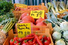 Gemüsestand auf dem Wochenmarkt in Hamburg Volksdorf.