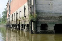 Fundament vom Lagerhaus D im Moldauhafen - Hamburg Kleiner Grasbrook.