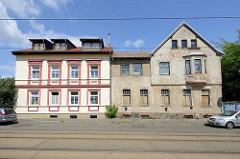 Alt + Neu; baufälliges und renoviertes Wohnhaus  in der Herbert-Jensch-Straße von Frankfurt / Oder.