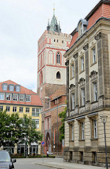 Kirchturm der Sankt Marienkirche in Frankfurt/Oder, ursprünglich erbaut 1253 - Baustil norddeutsche Backsteingotik. Im Zweiten Weltkrieg wurde Kirche zerstört, ab 1958 rekonstruiert.