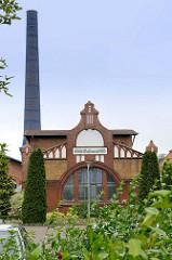 Historische Industriearchitektur vom städtischen Wasserwerk - Backsteingebäude im Jugendstil, errichtet 1904; Buschmühlenweg in Frankfurt/Oder.