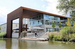 Neubau - moderne Architektur auf dem Gelände der ehem. Palminwerk am Jaffe David Kanal in Hamburg Wilhelmsburg. Nutzung u.a. als Restaurant und Eventlocation.