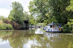 Blick vom Ernst-August-Kanal in die Einfahrt zum Jaffe David Kanal in Hamburg Wilhelmsburg.