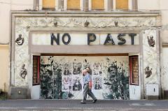 Ehemaliges Kino Piast in Słubice,  Polen. Das Gebäude wurde 1924 eingeweiht - Architekt A. Rebiger. Das Kino wurde 2005 geschlossen und der Kinosaal abgerissen - die Fassade steht unter Denkmalschutz.
