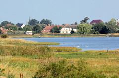 Blick vom Fährdamm auf Fährdorf /  Insel Poel - Mecklenburg Vorpommern.